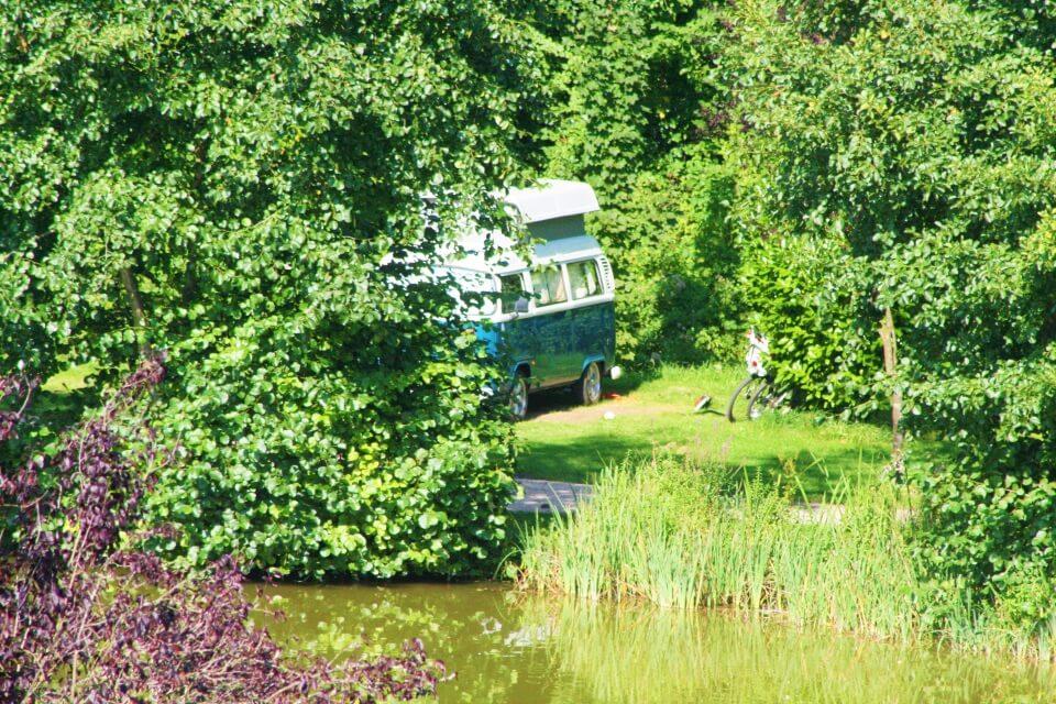 Emplacements pour caravane au bord du lac